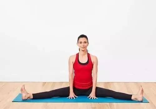 经期疼痛不规律?经常练习这个动作,改善血液循环,女人味更浓_瑜伽