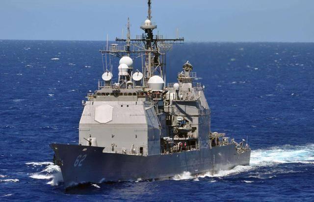 """摸了老虎屁股,美军舰闯入老对手海域,却被1吨煤油""""洗了澡"""""""