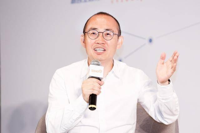 原创李嘉诚套现2500亿,跟在美华人抛售房产,有何区别?