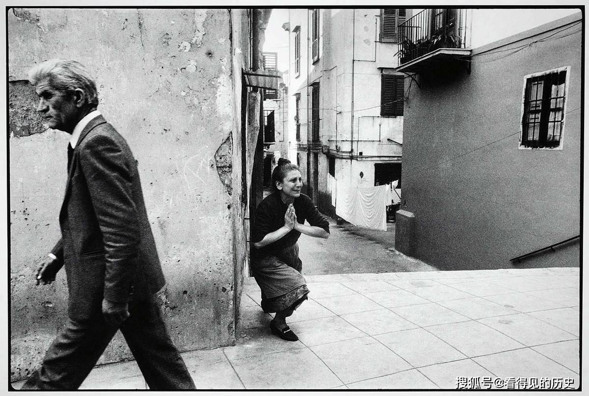 老照片 意大利女记者深入西西里岛  揭开黑手党的黑幕_意大利新闻_意大利中文网