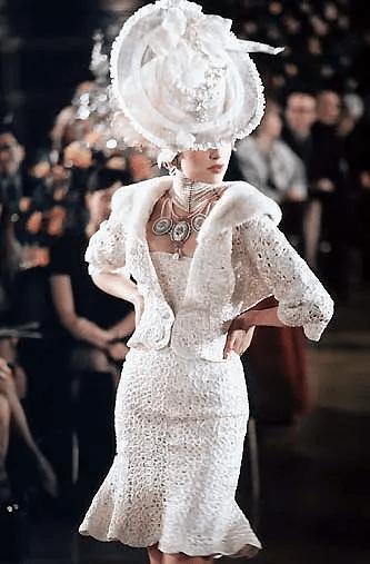原创             人鱼裙究竟有多美?看倪妮、迪丽热巴上演现实版美人鱼大秀