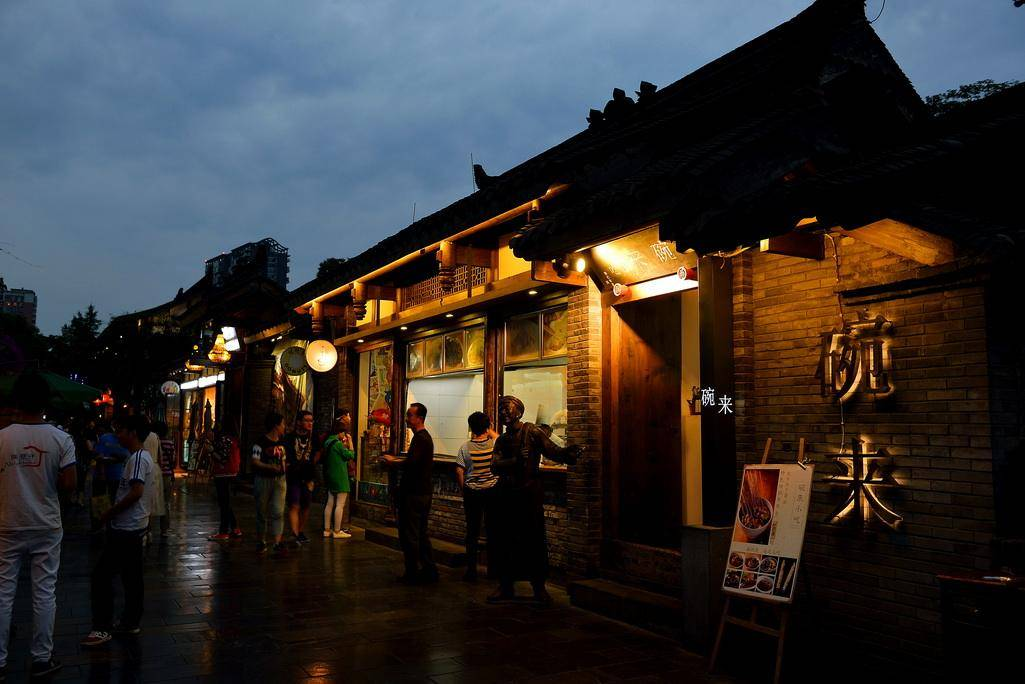 中国最会喝的两座城市,分处一南一北,一个喜欢喝酒一个喜欢喝茶