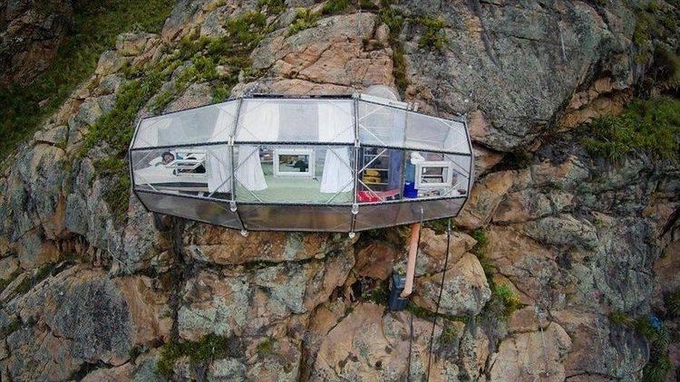原创悬崖上的酒店:想入住要攀岩或吊索才行,住一晚2千还要排队!