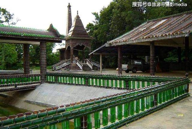 世界唯一用酒瓶建造的寺庙!耗时长达25年,花费150万个啤酒瓶