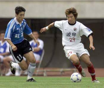 大连足球史上今天:2002年实德5比2辽足 8年来首次主场胜克星