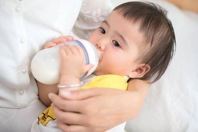 原创香港9款奶粉、70款零食含致癌物!怎么给娃选食物,妈妈要上心