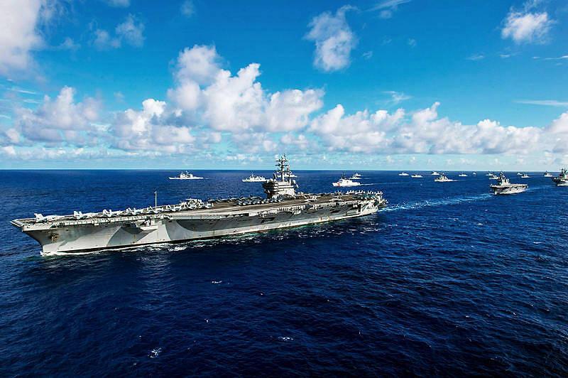 6架战略轰炸机12艘大型作战舰艇迅速到达指定作战区域 谁敢动?