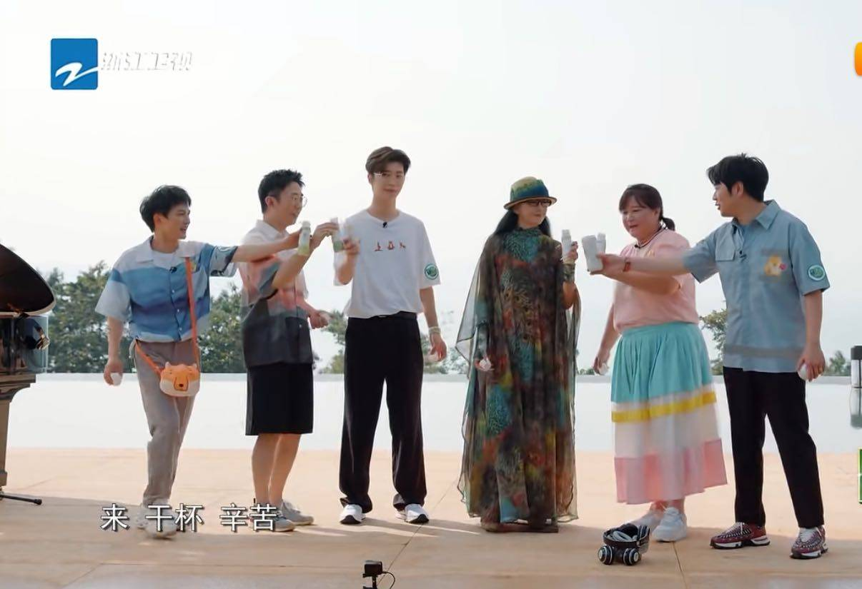 《青春环游记2》收官,杨丽萍惊喜亮相,62岁身手依然很灵活