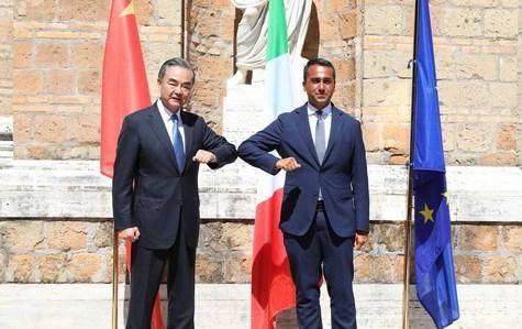 <strong>谈判上王毅指出:中国和荷兰这两个国家要在维</strong>