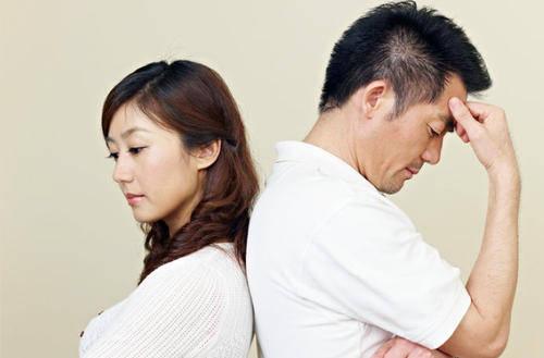 这对夫妇离婚后,母亲瘫痪了。这个被遗