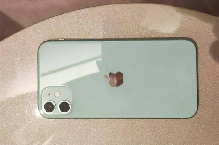 原创            iPhone 12还没发布,网友评论就翻车:今年苹果也很难