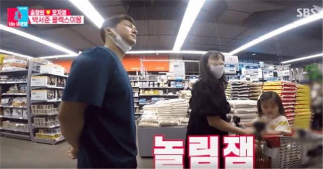 韩国明星夫妇带女儿逛超市,不戴口罩被网友骂惨了