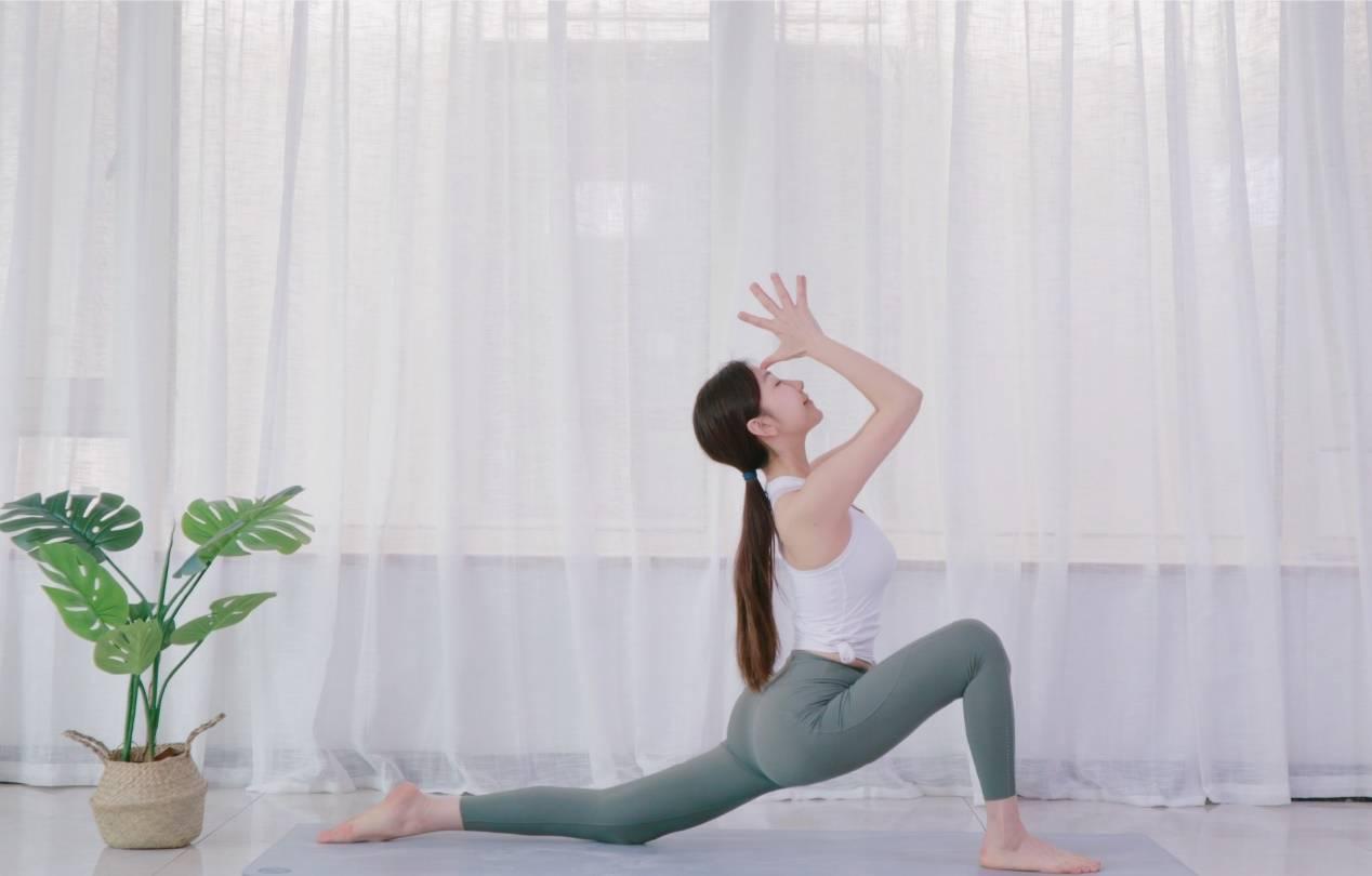 时尚健身博主碧小仙,两米长腿练瑜伽超迷人,天知道这腰有多细_锻炼
