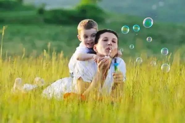 孩子喜欢打人,家长如何化解孩子的攻击性