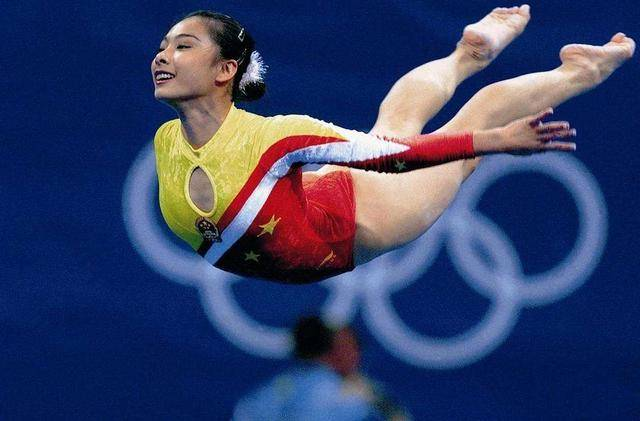 """她是""""体操皇后"""",退役后选择进"""