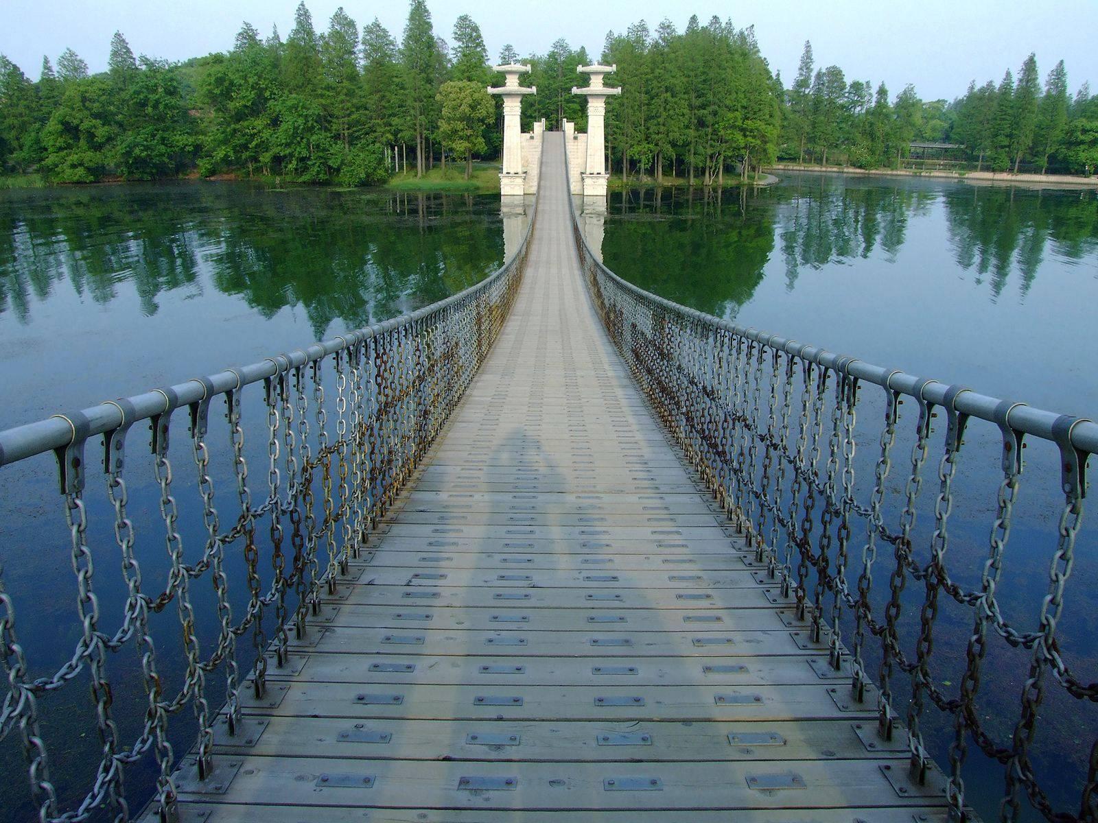 该湖在湖北大受欢迎,是首批国家重点景