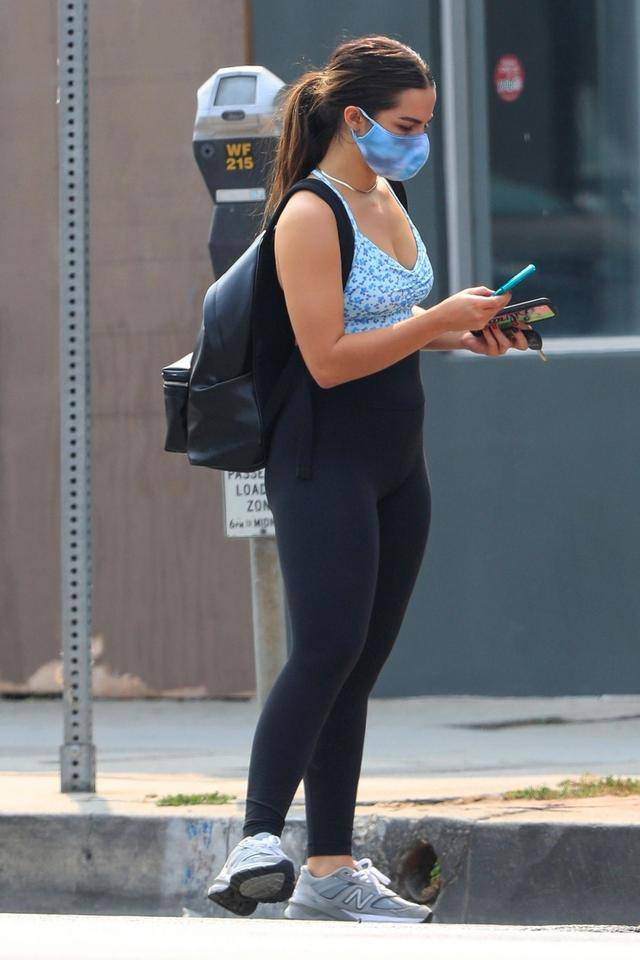 网红女星艾迪生·雷现身西好莱坞街头,她有着特别的魅力
