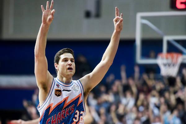弗雷戴特回归CBA 一人一城!他就是上海篮球的马布里