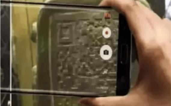乐彩彩票:2000年前有二维码吗?游客对扫码很好奇,效果很讽刺! 淘宝店有二维码吗