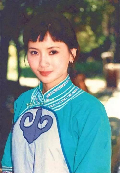 为爱守寡13年,从江南第一佳丽到母亲业余户,她的美从不败光阴(图8)