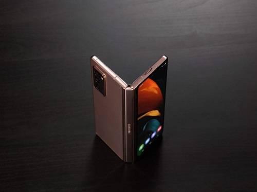 更高级的折叠屏手机三星Galaxy Z Fold2 5G首次正式发售