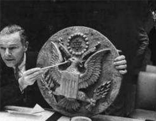 苏联送美国大使一木雕,挂大使办公室8年才反应过来:我们上当了