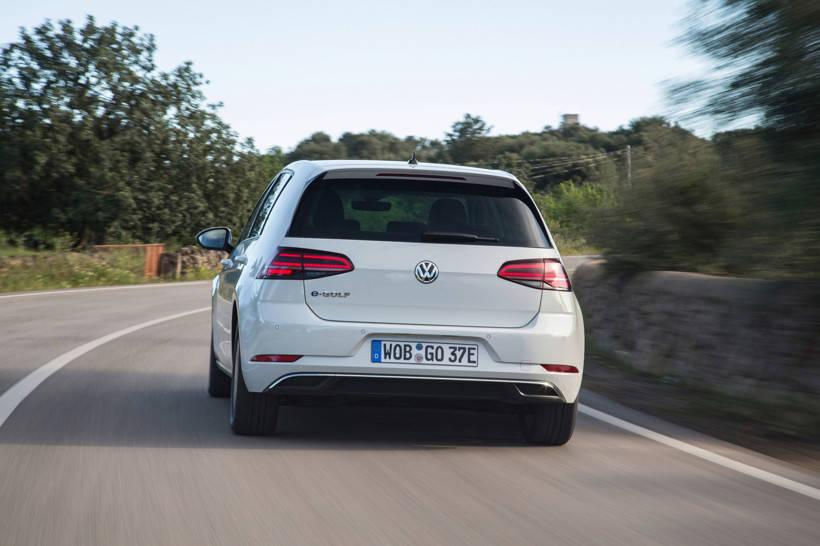 大众和优步推出了电动汽车试点项目,以提供电子高尔夫旅行服务