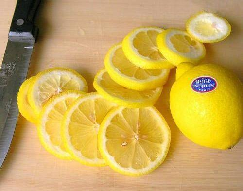 柠檬皮加一宝煮水,每天一杯,失眠好了,赶跑大肚腩,色斑也淡了