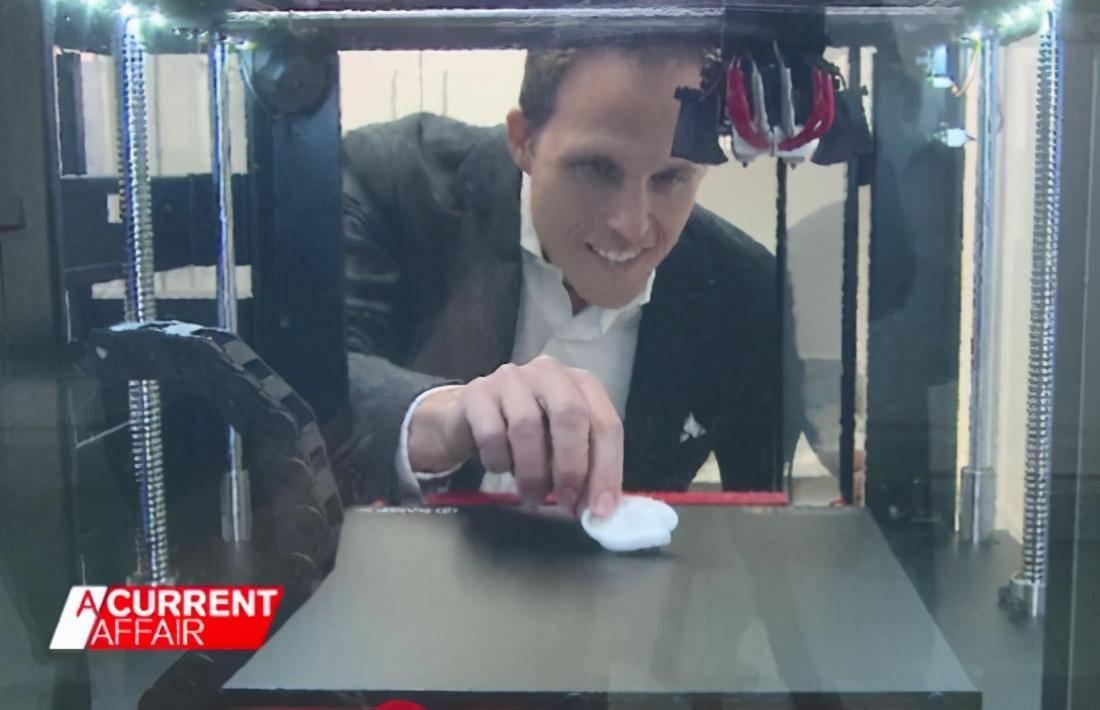 澳洲女孩出生没耳朵,却梦想戴耳环,医生竟用3D打印为她安装新耳朵
