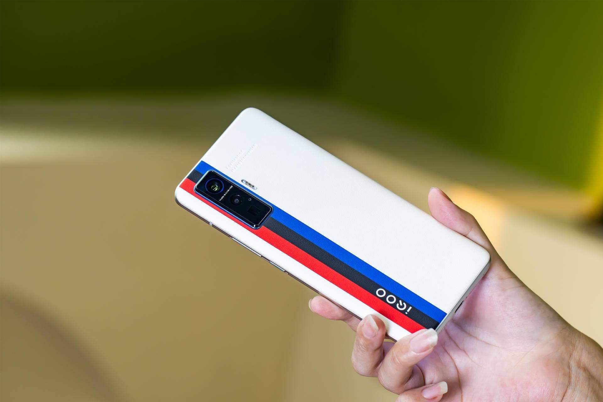 美图鉴赏!iQOO 5 Pro内外兼修,展现全能旗舰风范