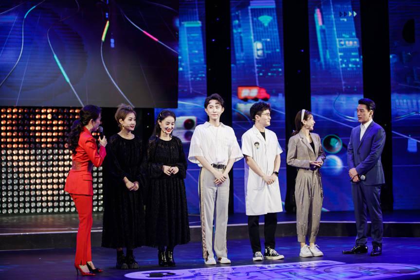 《我们签约吧》总决赛王耀庆自创魔性舞助阵 四强选手上演强者对决