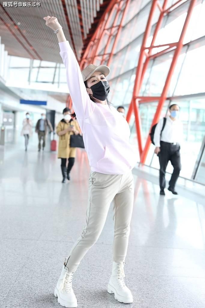 49岁的钟丽缇 粉嫩 当众跳舞赚眼球 不仅