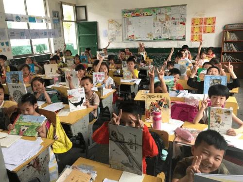 <strong>中国移动和消息联合满天星为贵州农村学校捐赠儿童绘本</strong>