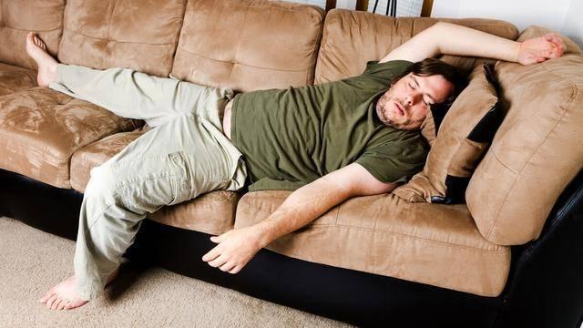 身材发胖是有征兆的!身体若出现几个迹象,说明你在发胖