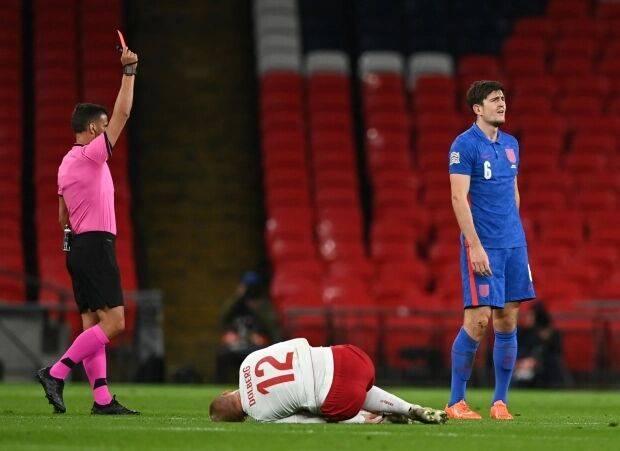 曼联球迷嘲讽马奎尔染红:希望停赛能兑现