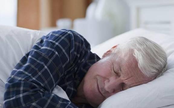 """约40%的人身体不适合早起 """"睡懒觉""""也可能是一"""