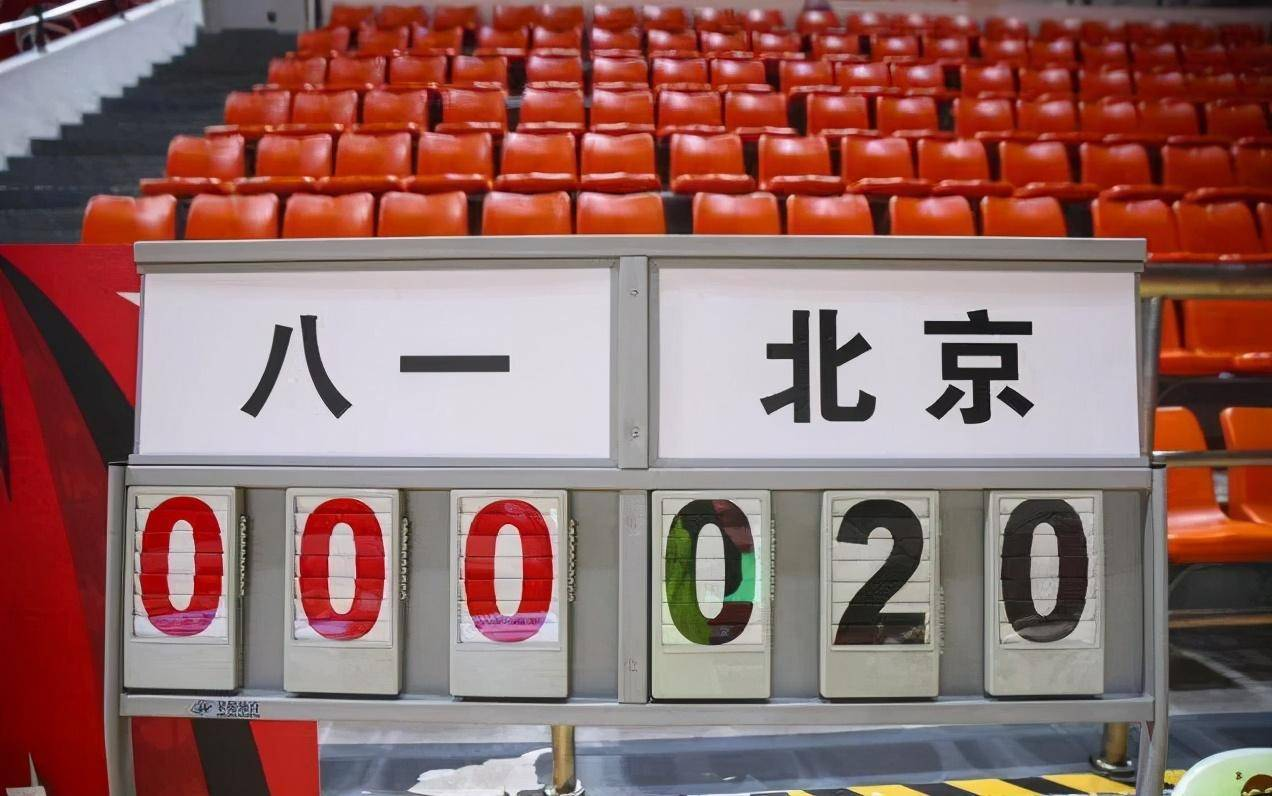 CBA复赛第二个赛日上演了一场令球迷心痛令CBA丢人的竞赛——八一VS北京