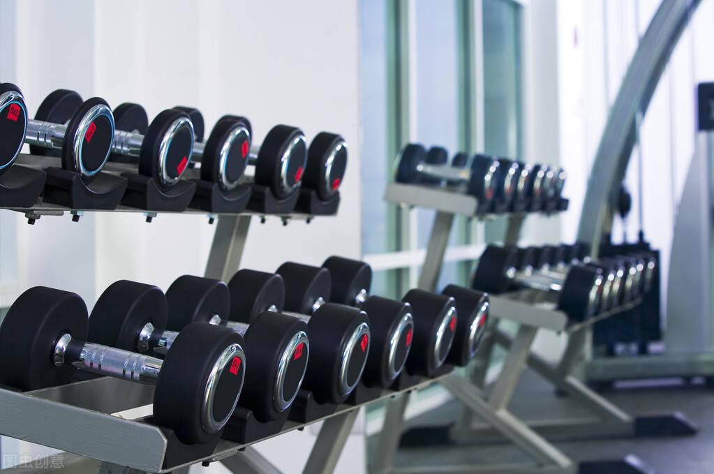 哑铃训练,应该选择什么重量?一组哑铃动作,帮你锻炼全身肌群!
