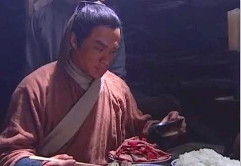 古代宰杀牛是犯法的,为什么梁山好汉去酒馆吃饭张口就点牛肉?