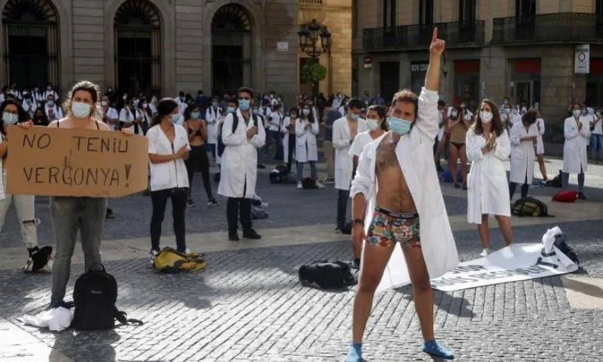 确诊病例超过100万例!西班牙实习生脱衣