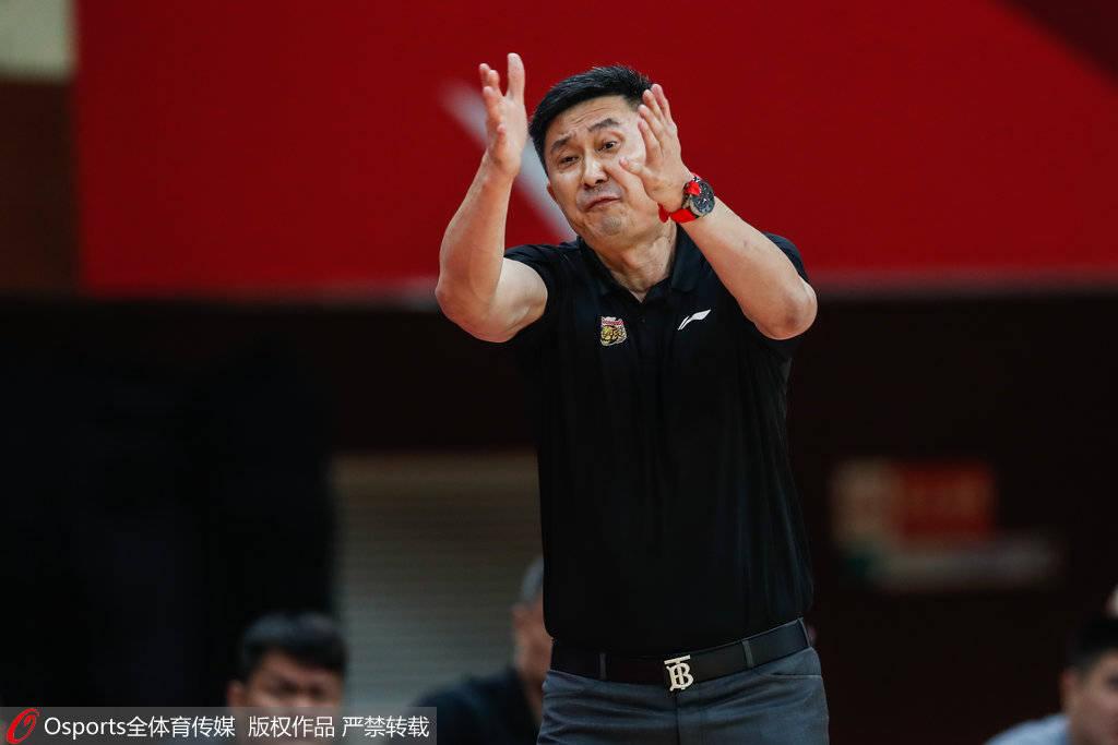 CBA常规赛持续激战,其中广东队以115-106有惊无险的打败了浙江广厦队