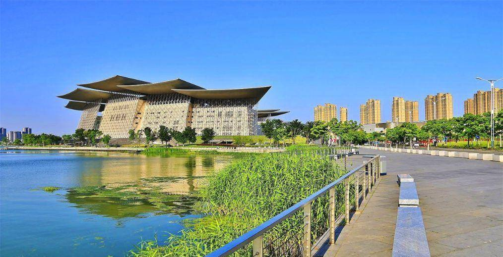 上海人均gdp_迪拜GDP仅1110亿美元,上海则突破5000亿美元,但人均GDP的差距...