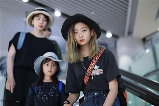 孙莉晒女儿照片像自己翻版,黄磊回复让评论区画风跑偏