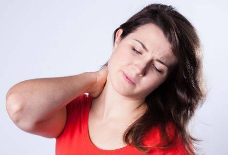 睡枕头脖子痛是因为落枕吗?专家说:5个办法可以缓解疼痛