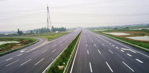【高速公路都坐着收钱,为什么一直喊亏损?】