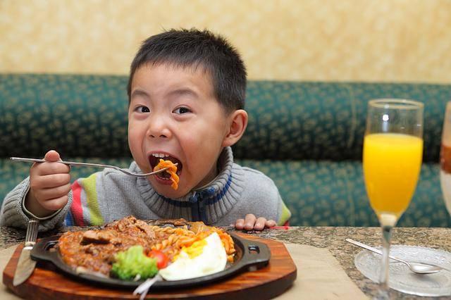 提醒各位家长:这4个坏习惯会加速孩子脾虚积食,别再这样做