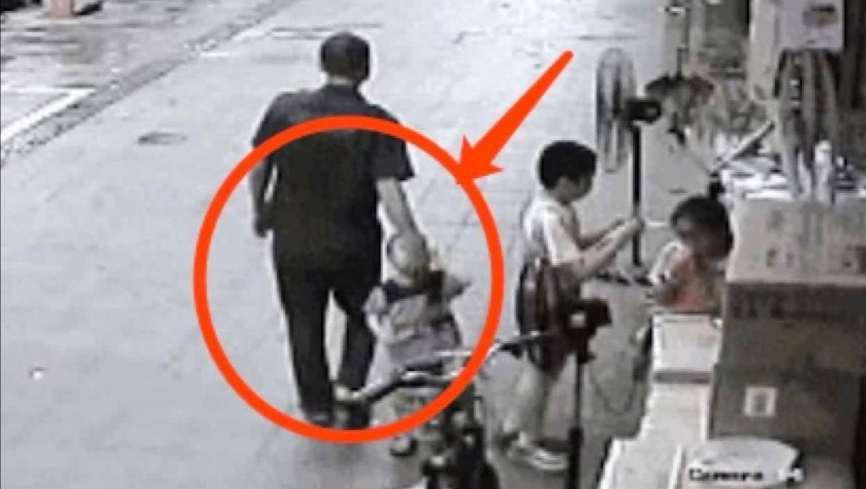 4岁女孩吓走人贩子,只因说了这话,很多父母都没教过孩子