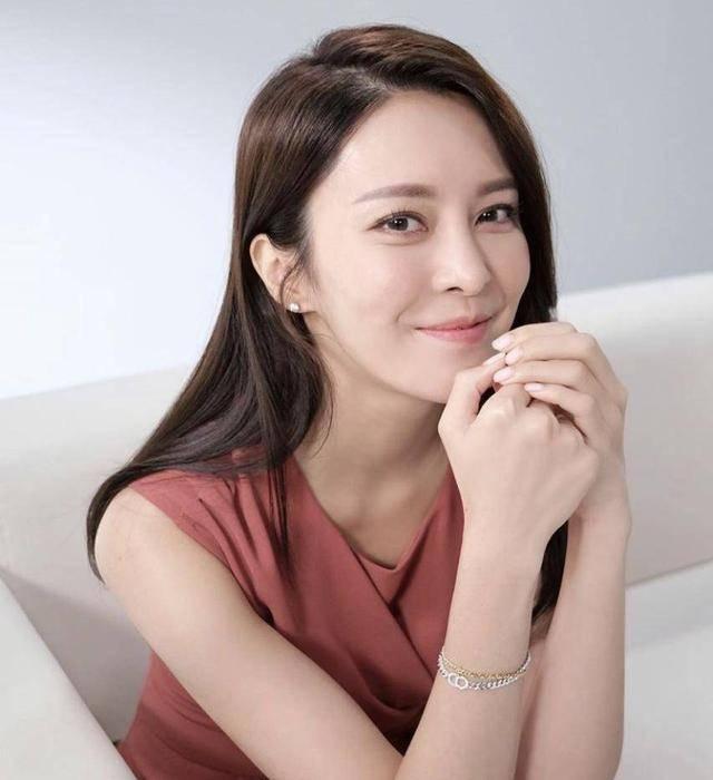 TVB花旦张曦雯现身新剧宣传活动,备受力捧,有望拿视后