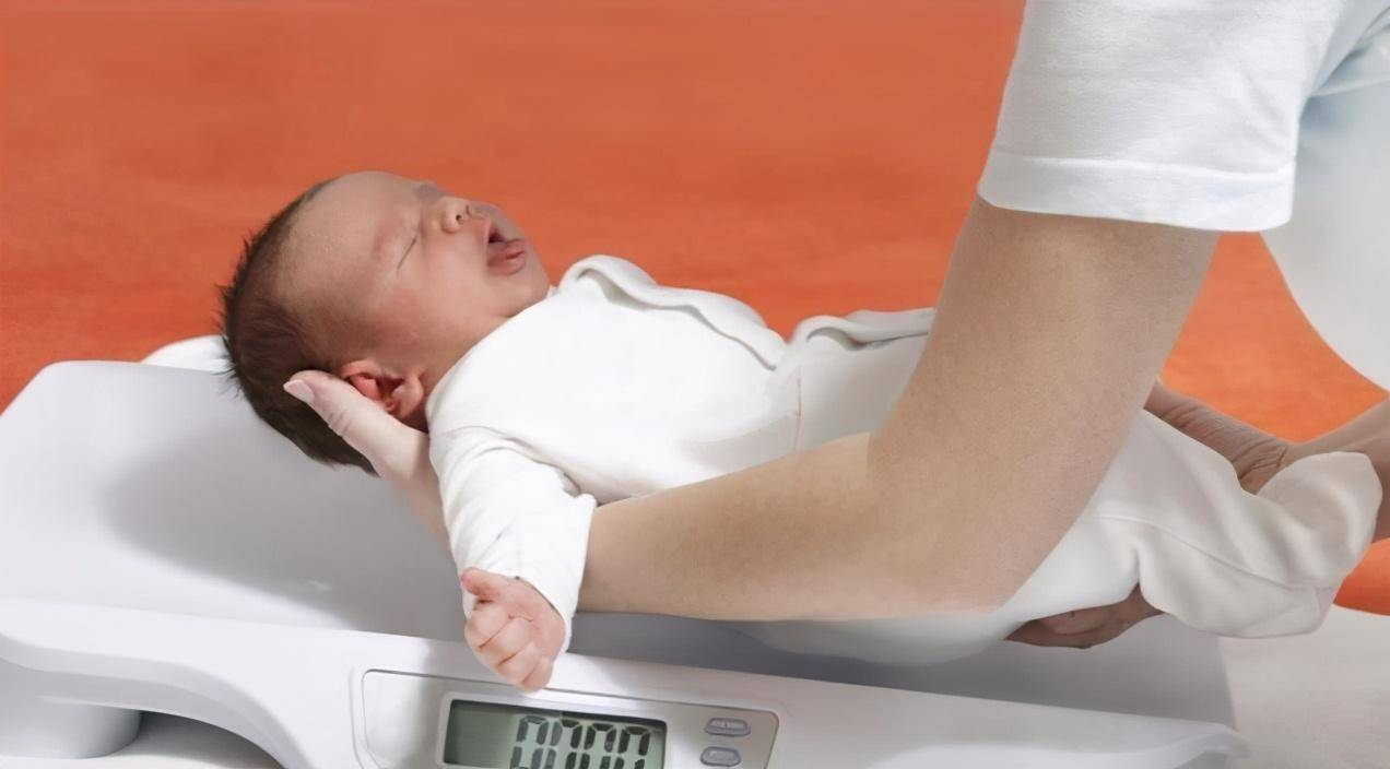 正常情况下:婴儿出生一个月内该长几斤?家长要牢记这个关键数字