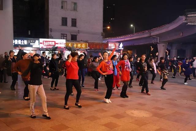 广场舞跳多了不养生反养病?这5大错误锻炼方式,越练病越多